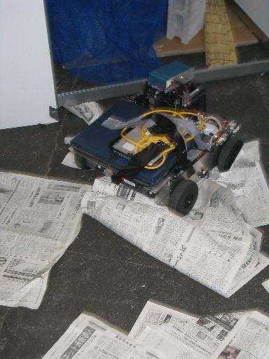 (a) Fig. 2. Zerg robot during the final of the Best in Class autonomy competition at RoboCupRescue 2005 in Osaka: (a) slipping on newspapers and the autonomously generated map.