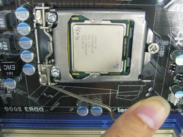 Carefully place the CPU into the socket by using a purely vertical motion. Step 3-4.