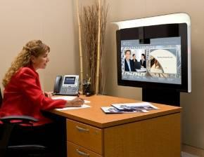 Customized Services Offerings Cisco TelePresence Financial Services Expert Virtual bank agent engages in-branch customer High-touch service