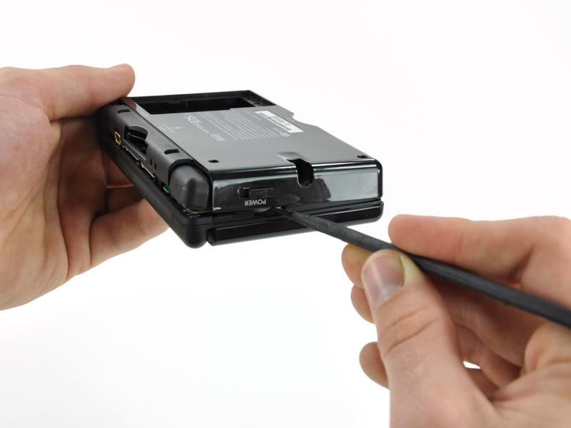 Carefully run the spudger along the right edge of the DS Lite,