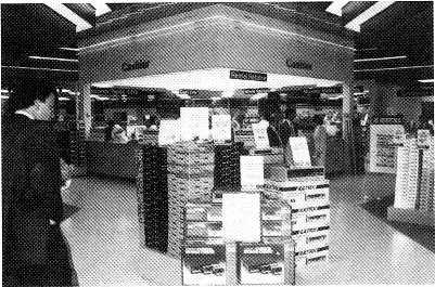 ET/LING Wall To Wall Chain Rolls Out 12 New Stores In '88 BY WILLIM SILVERMN PHILDELPHI Wall To Wall Sound & Video -which has opened seven stores in the past two months -plans another dozen in 1988.
