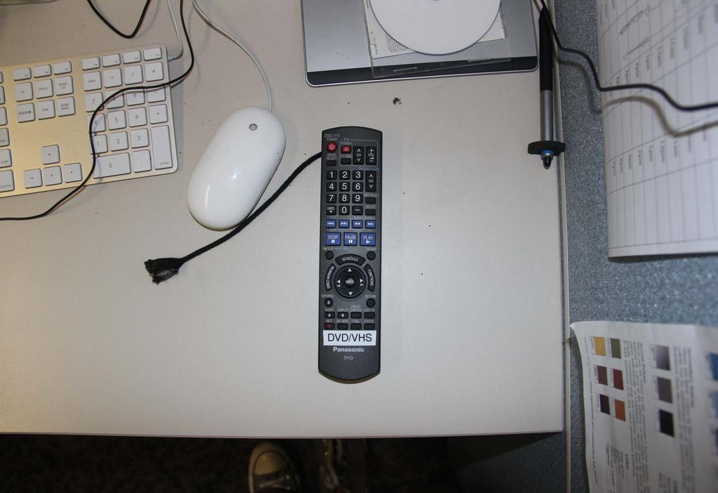 5. Place a blank DVD in the DVD slot. 6. On the remote labeled DVD/VHS, press REC MODE (1).