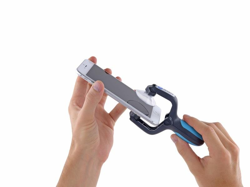 Close the handle on the isclack, opening the suction cup jaws. Place the bottom of your iphone in between the suction cups.