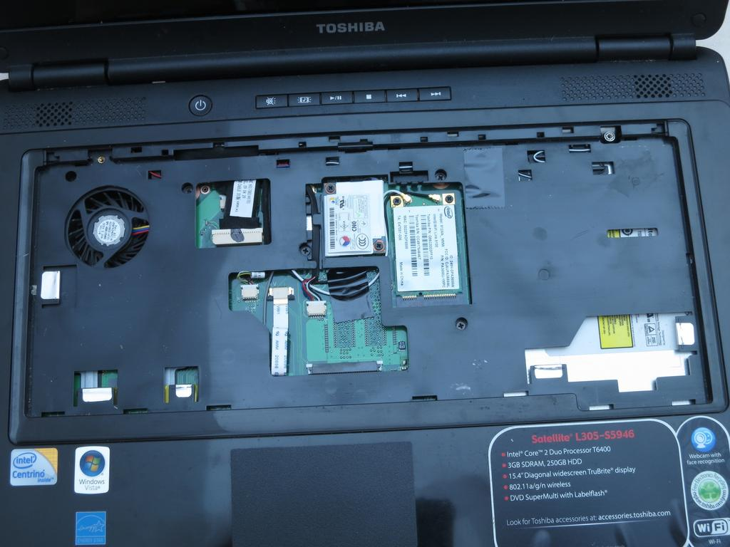 Step 19 Turn the laptop right-side up. Flip open the laptop so that the screen faces you. Step 20 Use a Phillips #1 screwdriver to remove the five 6-mm screws in the keyboard slot.