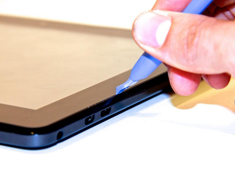 the tablet casing and gently pry upwards.