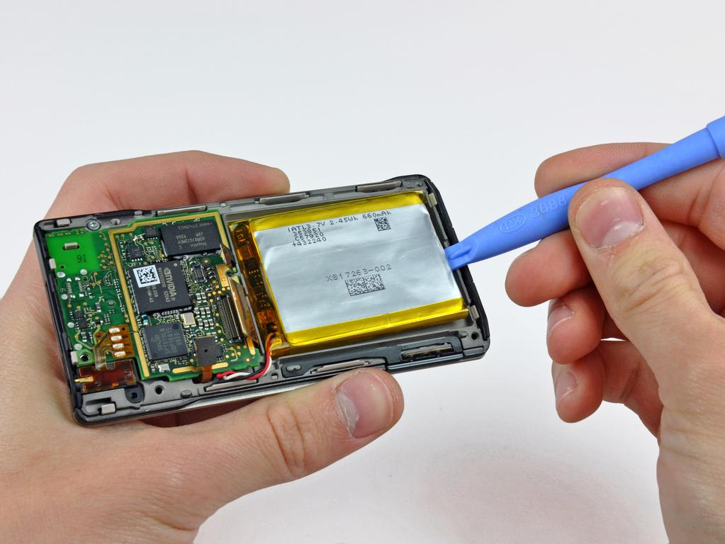 Step 9 Use a Zune opening tool to carefully pry the battery off the adhesive securing it to the inner